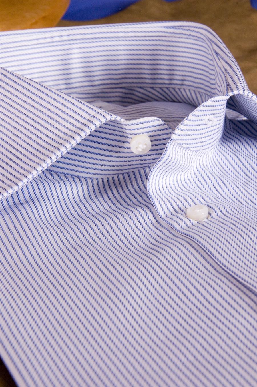 huge selection of f1ff6 f2ae0 Camicia a Righe Twill Sictess riga Design blu su bianco per Uomo su Misura